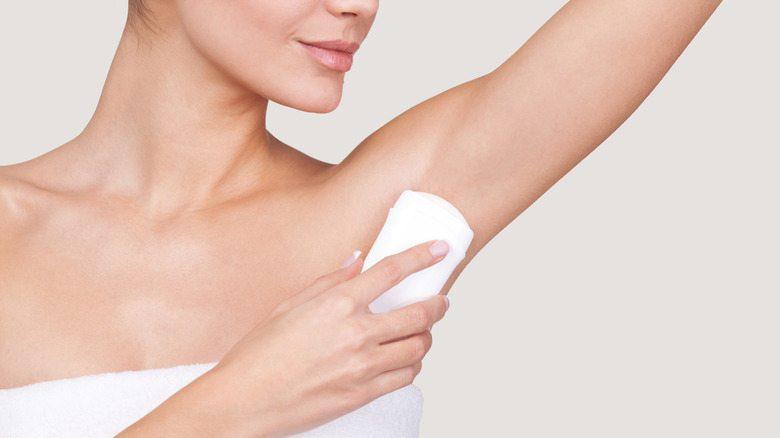 Καρκίνος του μαστού από άλατα αλουμινίου στα αποσμητικά.